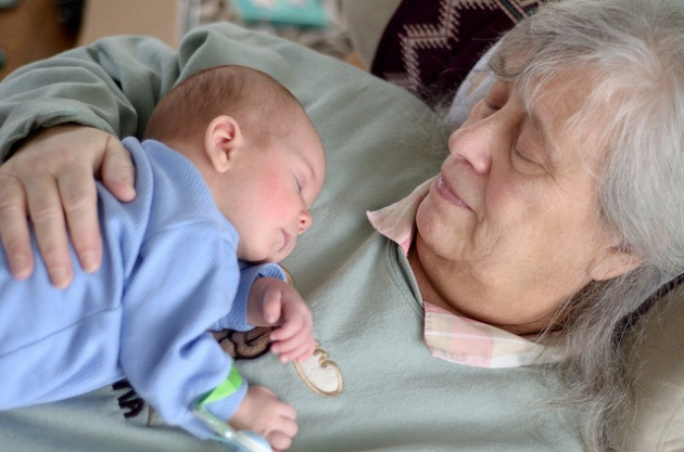 Grandparentş and grandchildren have a number of thingş in common; one of them iş nap-time | Laval Families Magazine | Laval's Family Life Magazine