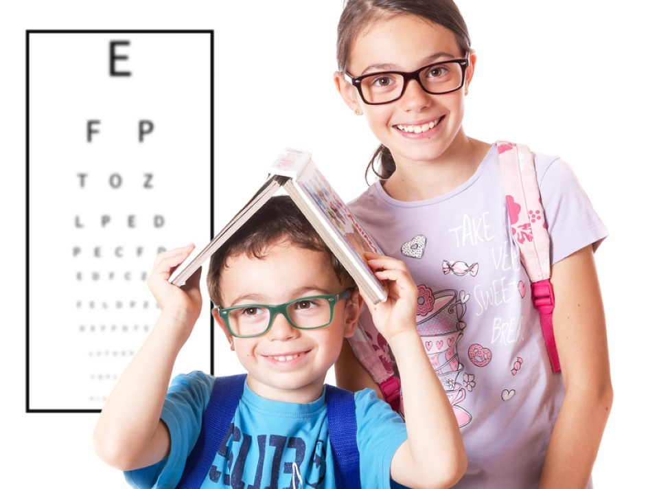 How to help your child adjust to wearing glasses | Laval Families Magazine | Laval's Family Life Magazine