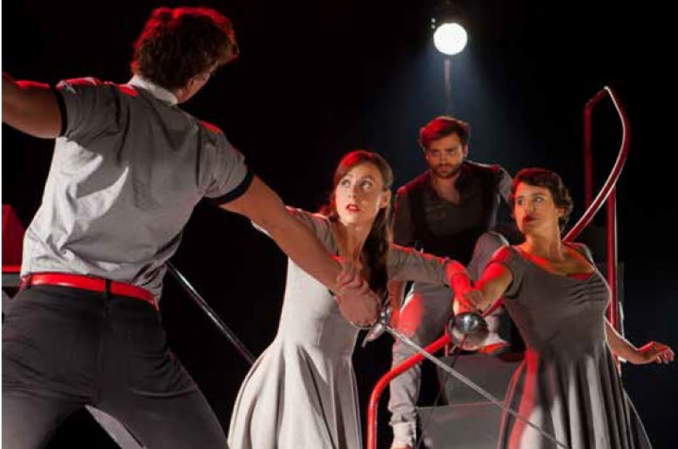 What if Romeo & Juliet… - DynamO Théâtre Acrobatic Theatre